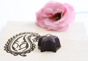 دل شکلاتی همنشین نقشی قدیمی . . .